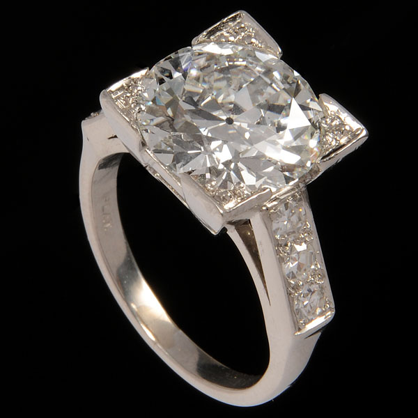 An Engagement Ring In Lakes Recent S